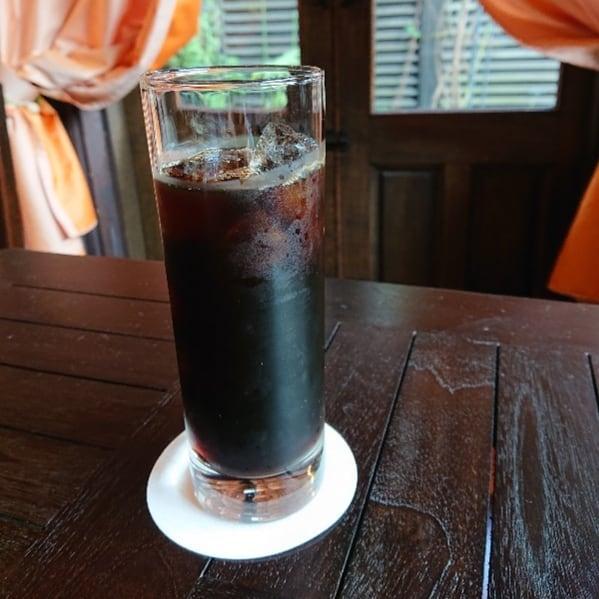 アイスコーヒーはネルドリップで淹れています。ポプラ館珈琲さんの美味しい豆で、スッキリとしたアイスコーヒーです。