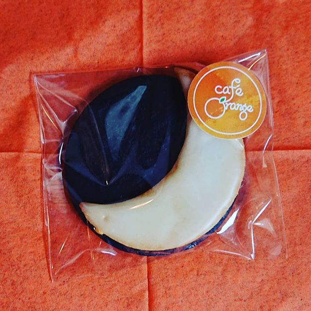 昨日はギャラリーにて百夜怪談の夜語りイベントがありました。当カフェにてクッキーのご提供をさせていただきました。ブラックココアクッキーとレモンクッキーです。
