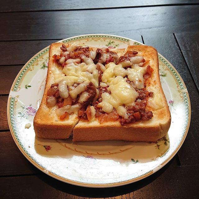 本日、食材の確保が出来ずランチの提供が難しくなってしまいました。ミートソースのチーズトーストはございます。明日は台風のためギャラリー、カフェはお休みとなる可能性がございます。