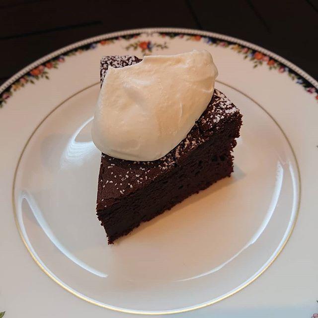 ガトーショコラもございます。雨の休日となりましたが、カフェのお時間にいかがでしょうか?