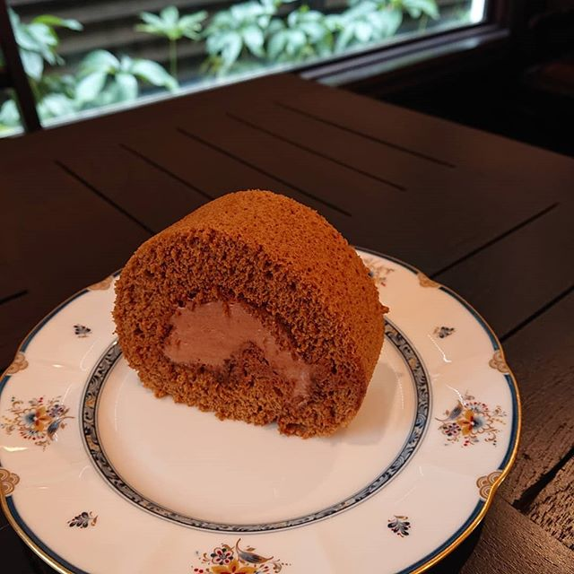 本日の日替わりランチは明太子クリームパスタです。カフェモカロールやかぼちゃのプリンもございます!