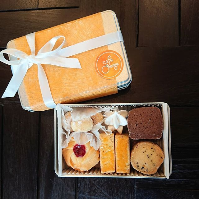 クッキー缶のご予約を承ります!手土産などにいかがでしょうか?#クッキー缶 #三鷹カフェ #山本有三記念館隣り