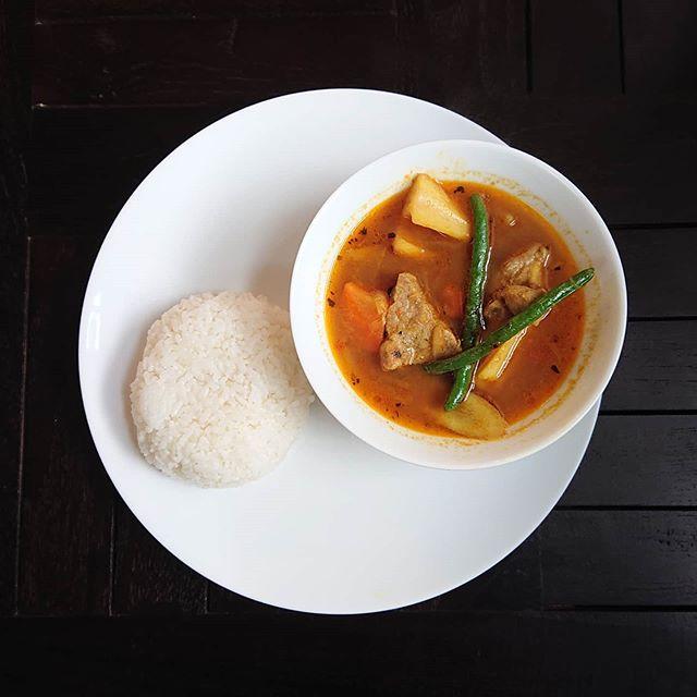 本日の日替わりランチは豚肉と根菜のスープカレーです。#カフェオランジュ #スープカレー #三鷹ランチ #山本有三記念館隣 #三鷹カフェ #吉祥寺カフェ