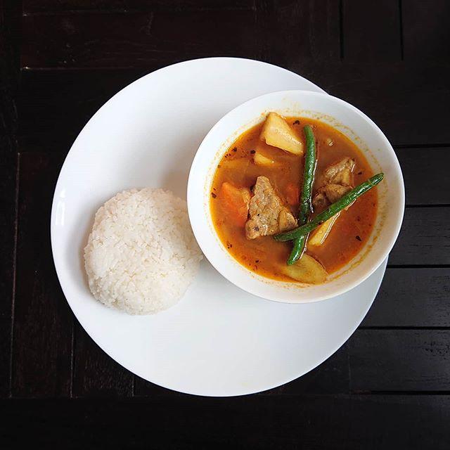 本日の日替わりランチは豚肉と根菜のスープカレーです。#カフェオランジュ #スープカレー#三鷹ランチ #山本有三記念館隣 #三鷹カフェ #吉祥寺カフェ