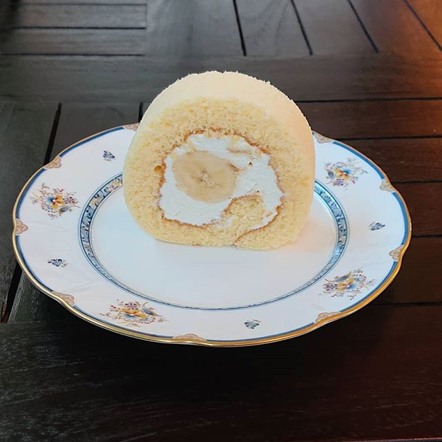 キャラメルバナナのロールケーキです。#カフェオランジュ #ロールケーキ #山本有三記念館隣 #三鷹カフェ #吉祥寺カフェ