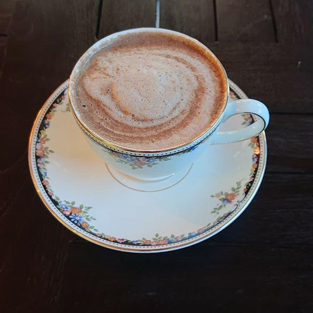 期間限定のホットチョコレートです。チョコレートとミルクのみで作っています。ガトーショコラのテイクアウトもございます!#カフェオランジュ #ホットチョコレート #ガトーショコラ #レモンケーキ #山本有三記念館隣 #三鷹カフェ #吉祥寺カフェ