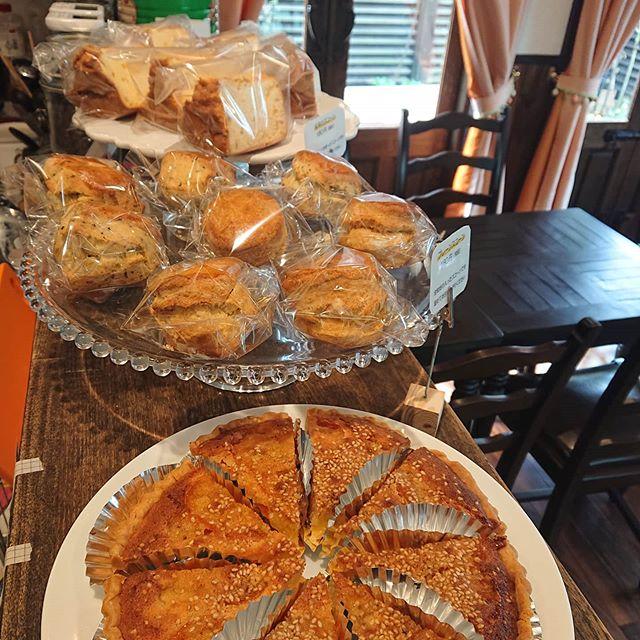 本日も金柑のタルトが沸き上がりました。グレープフルーツのシフォンケーキ、プレーンスコーンや紅茶のスコーンもございます!#カフェオランジュ #季節のタルト #山本有三記念館隣 #三鷹カフェ #吉祥寺カフェ