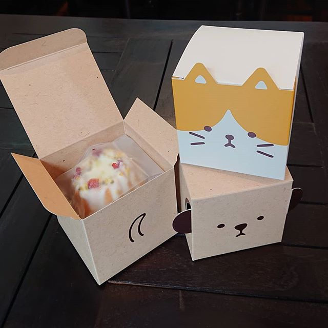 可愛い箱が入荷しました!ミニパウンドケーキが2個入ります。クッキー等にもどうぞ!#カフェオランジュ #レモンケーキ #パウンドケーキ #山本有三記念館隣 #三鷹カフェ #吉祥寺カフェ