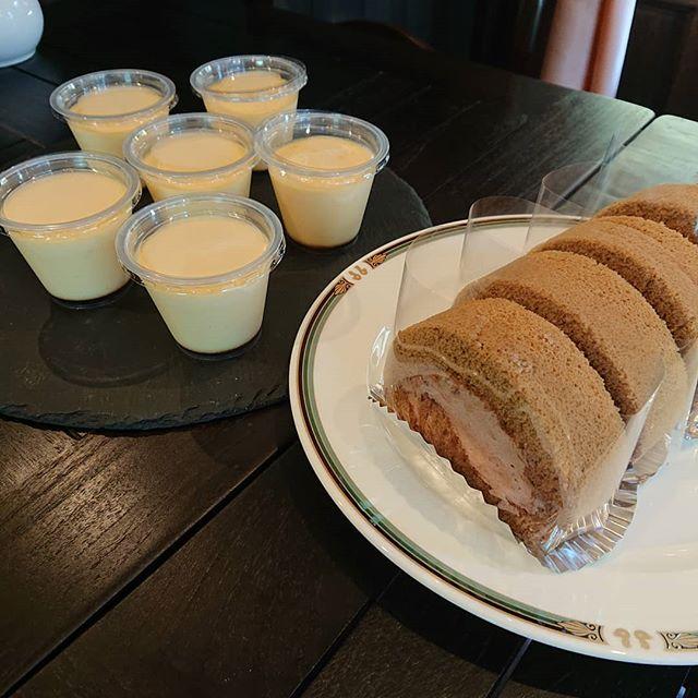 ケーキはカフェモカロール、いちごロール、プリンやチーズケーキがございます!シフォンケーキは紅茶になります。#カフェオランジュ チーズケーキ #いちごのロールケーキ #山本有三記念館隣 #三鷹カフェ #吉祥寺カフェ