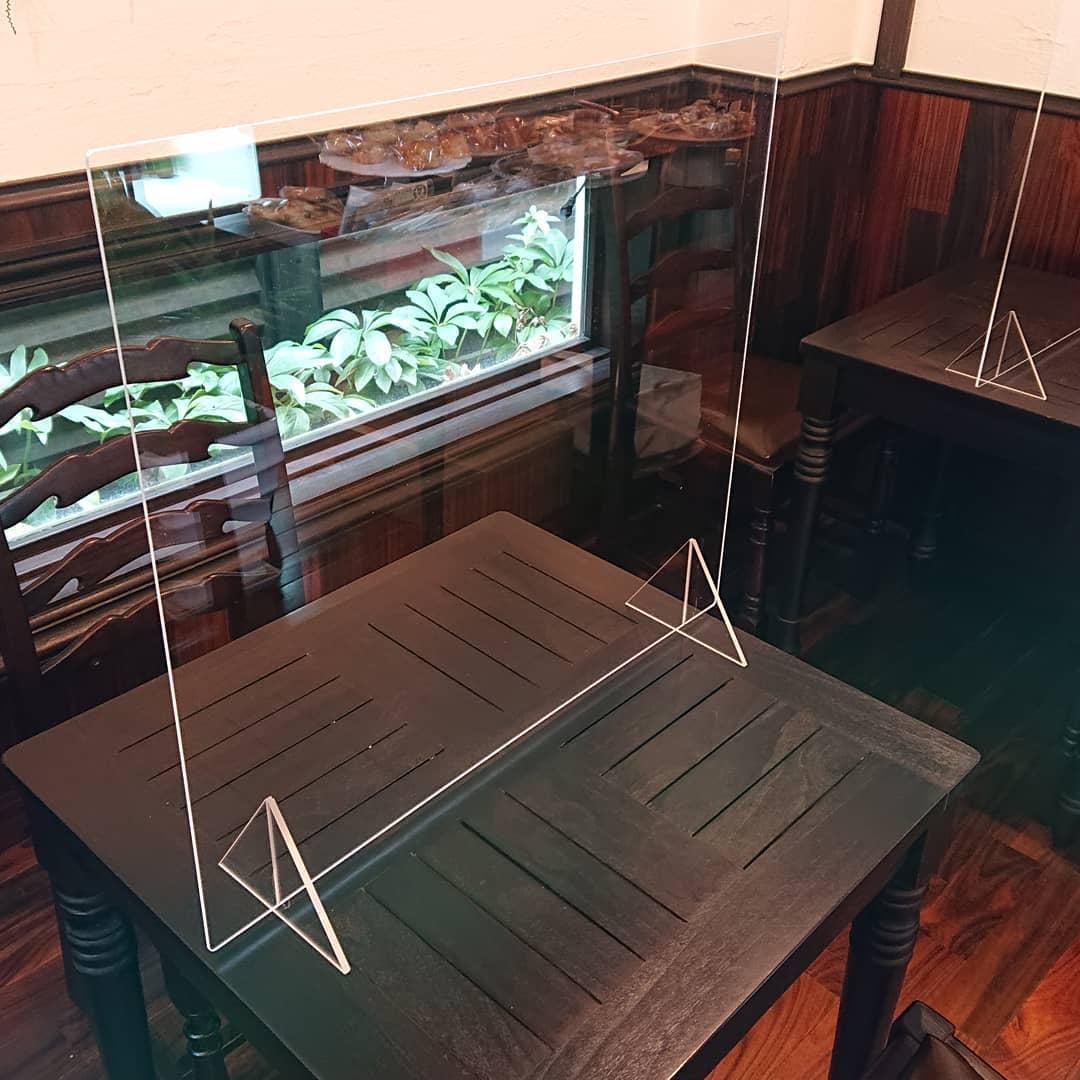 本日よりお席にアクリル板を設置しております。少しでも安心してカフェをご利用していただけるよう、当店でも対策をしております。どうぞよろしくお願いします!#カフェオランジュ #コロナ対策 #山本有三記念館隣 #三鷹カフェ #吉祥寺カフェ