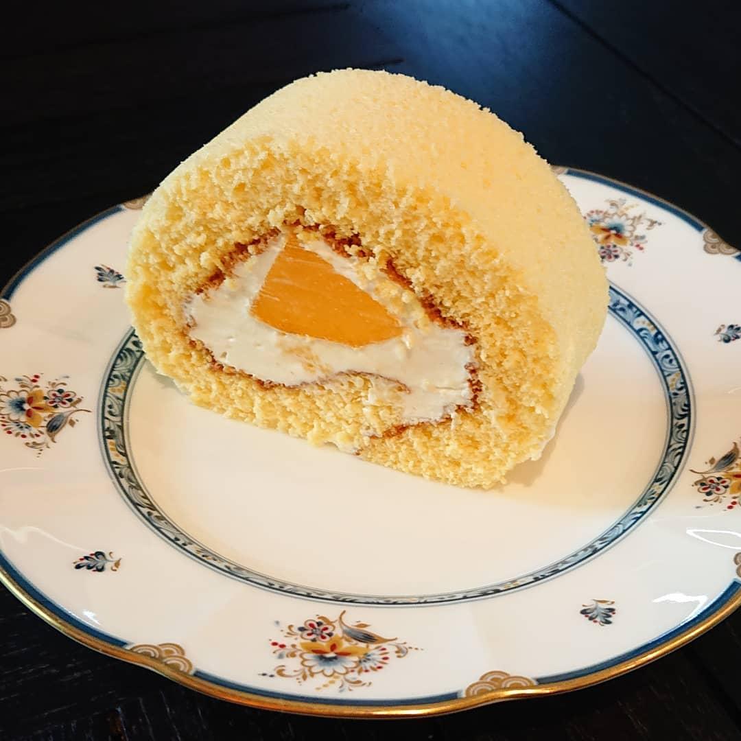 本日、沖縄マンゴーのロールケーキがございます。#カフェオランジュ #沖縄マンゴー #ロールケーキ #山本有三記念館隣 #三鷹カフェ #吉祥寺カフェ