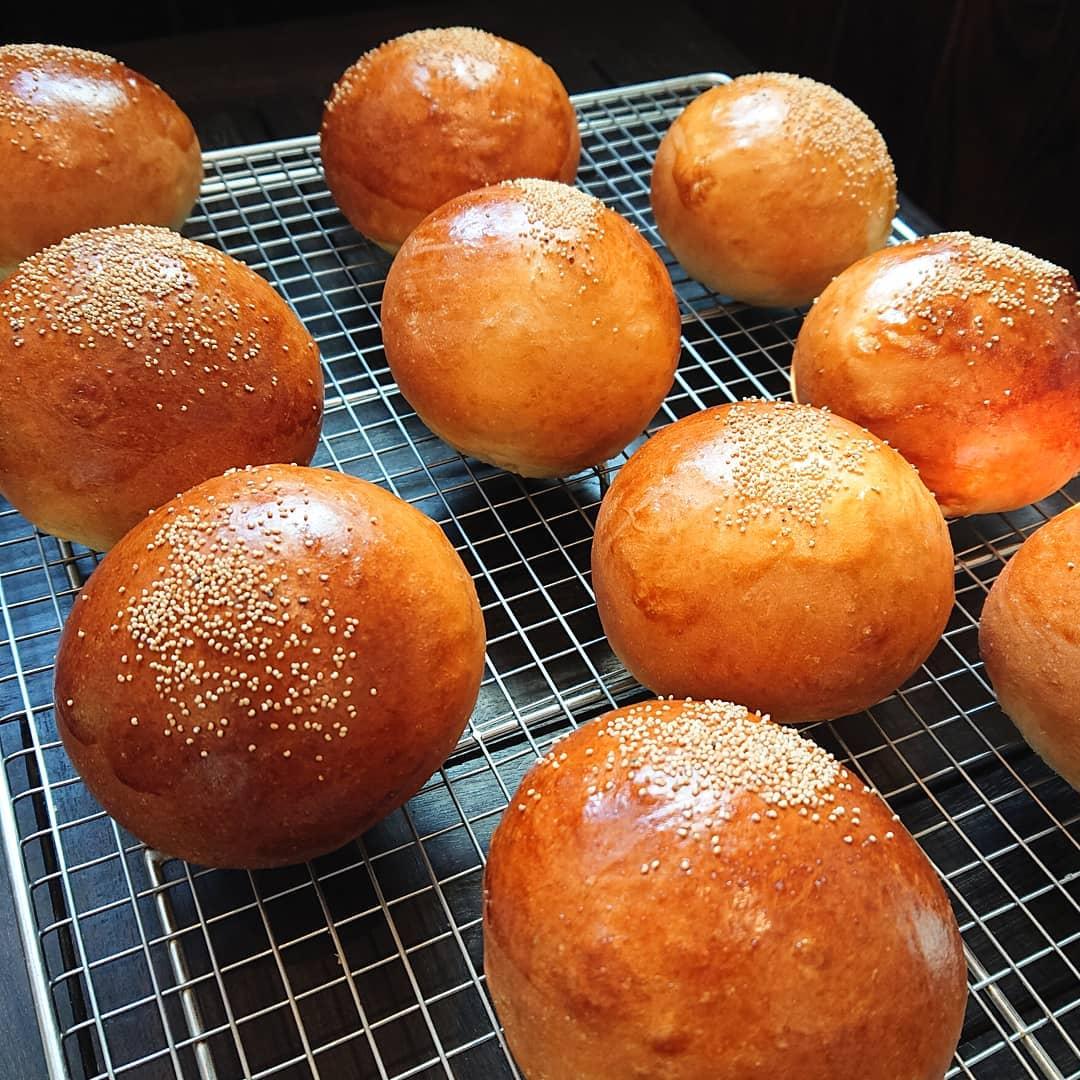 こしあんパンが焼き上がりました!キャロットケーキもございます。#カフェオランジュ #こしあんパン #キャロットケーキ #山本有三記念館隣 #三鷹カフェ #吉祥寺カフェ