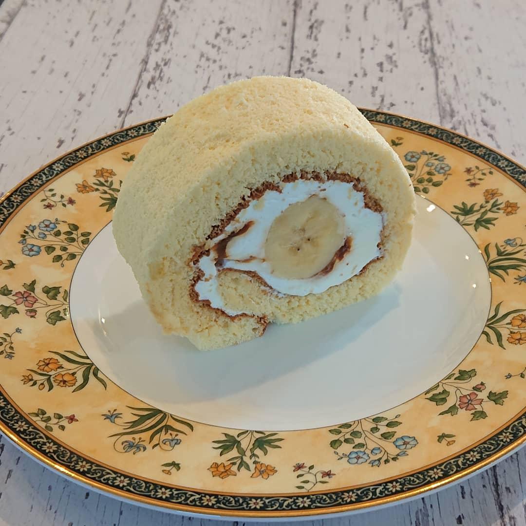 ケーキはキャラメルとバナナのロールケーキがございます!#カフェオランジュ #キャラメルバナナ #ロールケーキ #山本有三記念館隣 #三鷹カフェ #吉祥寺カフェ