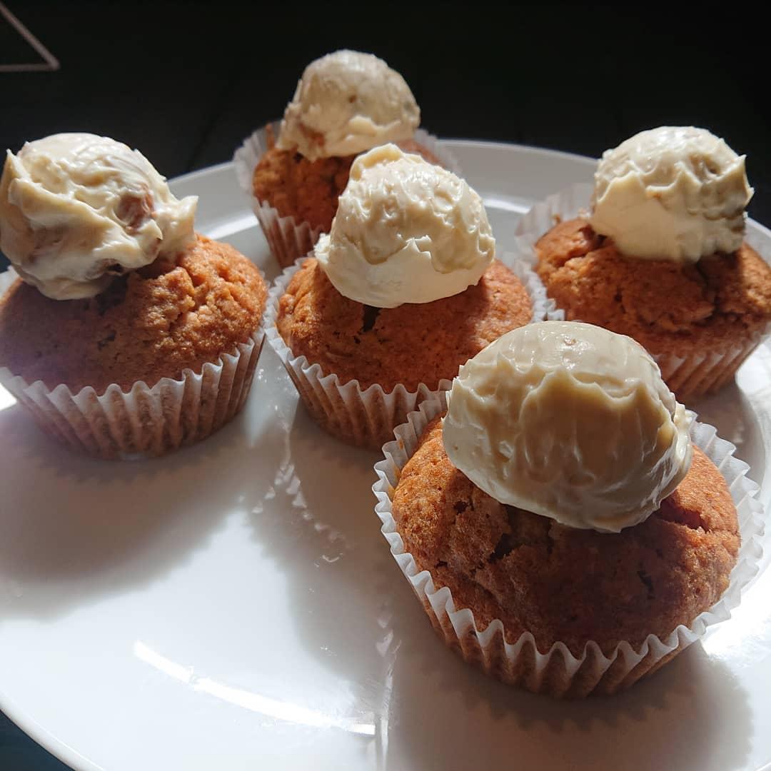 本日、キャロットケーキとバナナケーキがございます!#カフェオランジュ #キャロットケーキ #バナナケーキ #シフォン #山本有三記念館隣 #三鷹カフェ #吉祥寺カフェ