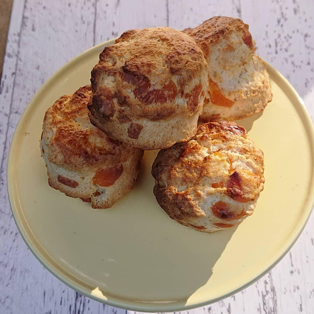 本日、チェダーチーズのスコーンがございます。#カフェオランジュ #スコーン #チーズスコーン#山本有三記念館隣 #三鷹カフェ #吉祥寺カフェ