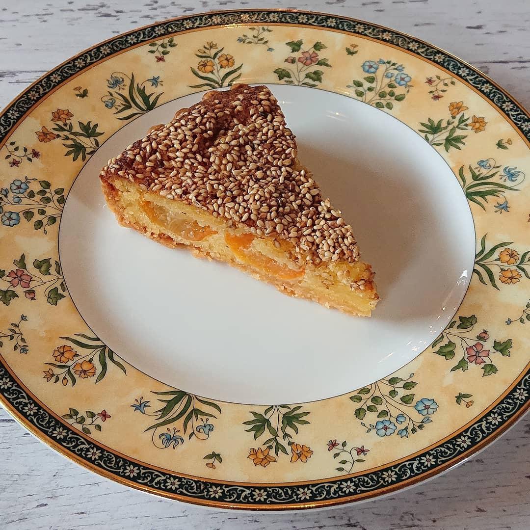 ケーキはきんかんのタルト、スコーン、チーズケーキやシフォンケーキなどがございます!#カフェオランジュ #きんかんのタルト #スコーン #チェダーチーズのスコーン #チーズケーキ #季節のタルト #山本有三記念館隣 #三鷹カフェ #吉祥寺カフェ