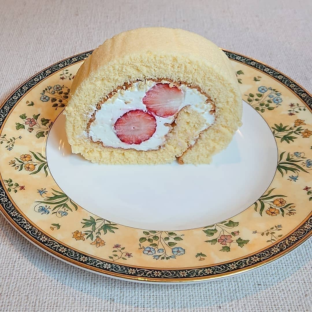 いちごのロールケーキやあまおういちごのフルーツサンド、キャロットケーキ、スコーンやオレンジシフォンなどもございます!#フルーツサンド #あまおうサンド #あまおう #カフェオランジュ #いちごのロールケーキ #スコーン #きんかんのタルト #オレンジシフォンケーキ #季節のタルト #山本有三記念館隣 #三鷹カフェ #吉祥寺カフェ