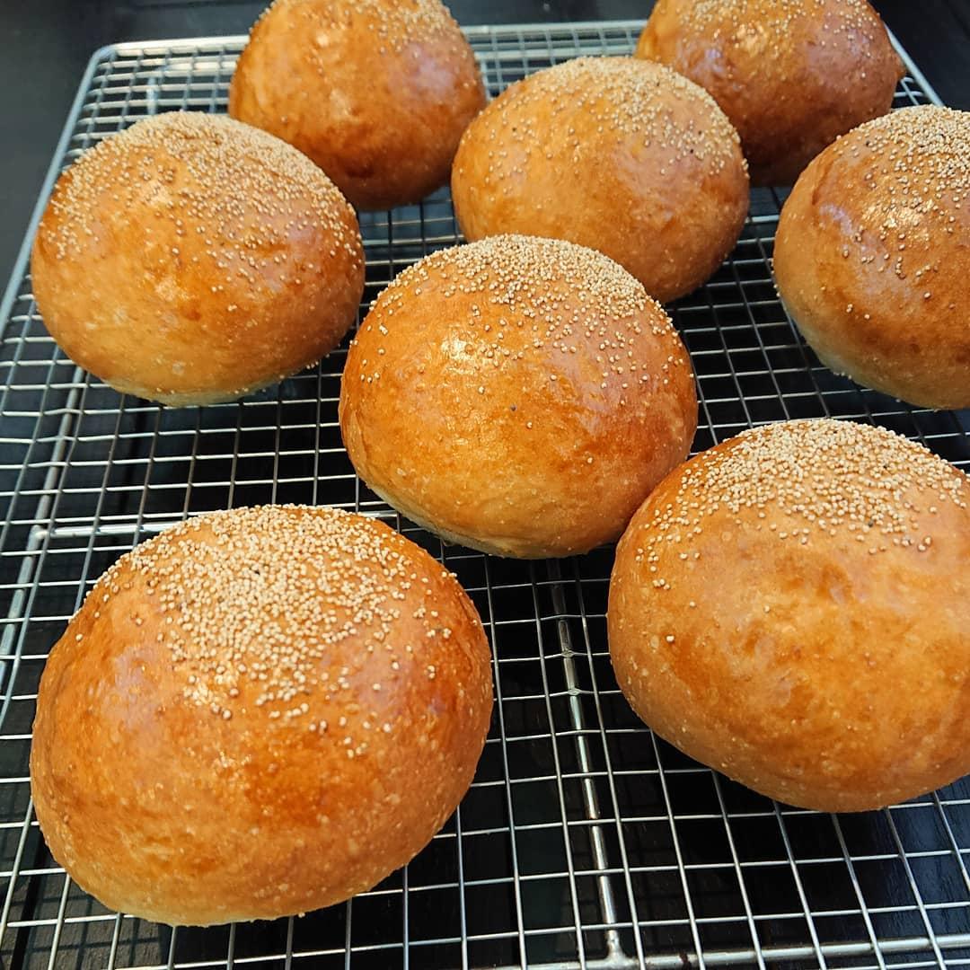 本日のパンはこしあんパンです。#こしあんパン #自家製パン #テイクアウト #カフェオランジュ #風の散歩道 #山本有三記念館隣 #三鷹カフェ #吉祥寺カフェ