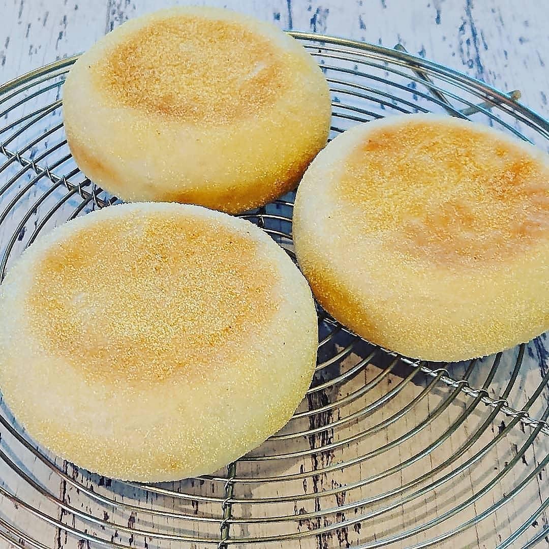 本日のパンはイングリッシュマフィンです。#イングリッシュマフィン #自家製パン #テイクアウト #カフェオランジュ #風の散歩道 #山本有三記念館隣 #三鷹カフェ #吉祥寺カフェ