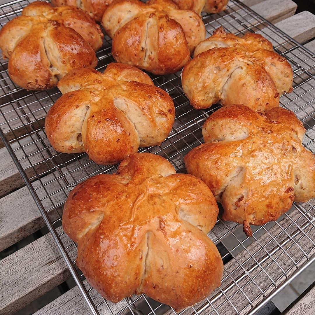本日のパンはクルミのパンです。#くるみパン #自家製パン #テイクアウト #カフェオランジュ #風の散歩道 #山本有三記念館隣 #三鷹カフェ #吉祥寺カフェ