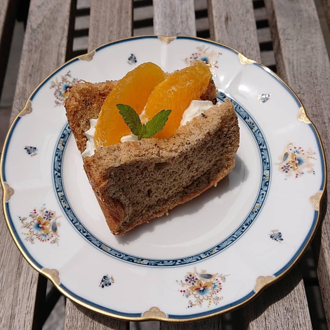 チーズケーキやシフォンサンドなどテイクアウト出来ます。キャロットケーキ、スコーン、オレンジシフォンなどもございます!#カフェオランジュ #シフォンケーキ #シフォンサンド #チーズケーキ #スコーン #キャロットケーキ #プリン ##レモンケーキ #いちごのミニパウンド #オレンジのミニパウンド #テイクアウト#シフォン #山本有三記念館隣 #三鷹カフェ #吉祥寺カフェ