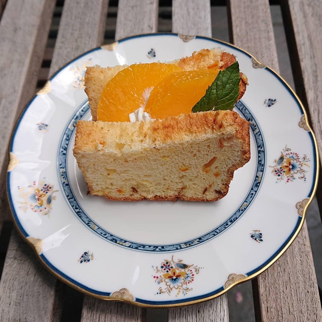 本日、シフォンサンドやチーズケーキ、スコーン、キャロットケーキなどがございます!#カフェオランジュ #シフォンサンド #スコーン #キャロットケーキ #プリン #山本有三記念館隣 #三鷹カフェ #吉祥寺カフェ
