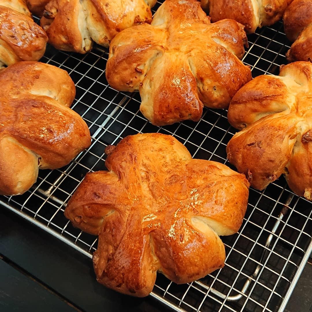本日クルミのパンがございます。#クルミパン #テイクアウト #自家製パン #カフェオランジュ #風の散歩道 #山本有三記念館隣 #三鷹カフェ #吉祥寺カフェ