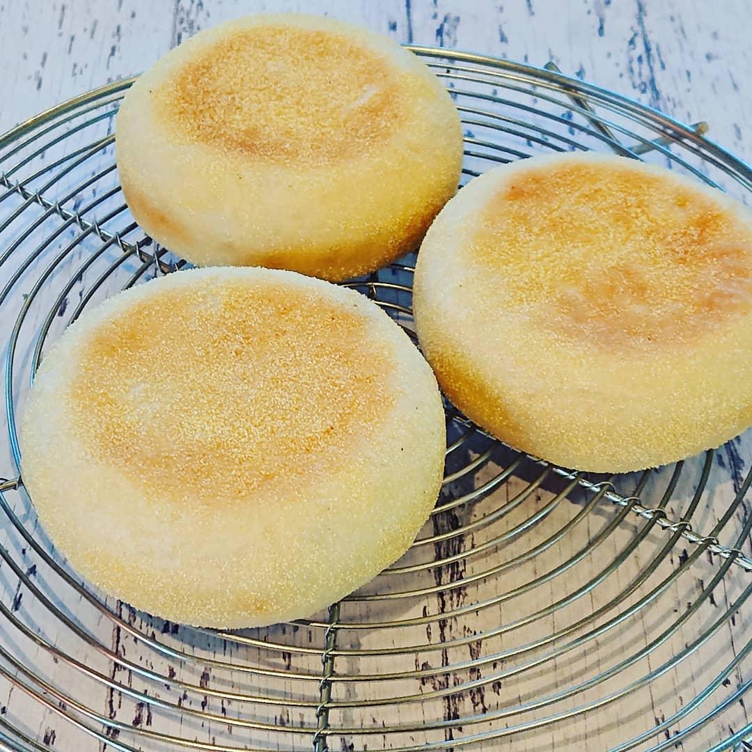 本日のパンはイングリッシュマフィンです。#イングリッシュマフィン #春よ恋 #自家製パン #テイクアウト #カフェオランジュ #風の散歩道 #山本有三記念館隣 #三鷹カフェ #吉祥寺カフェ