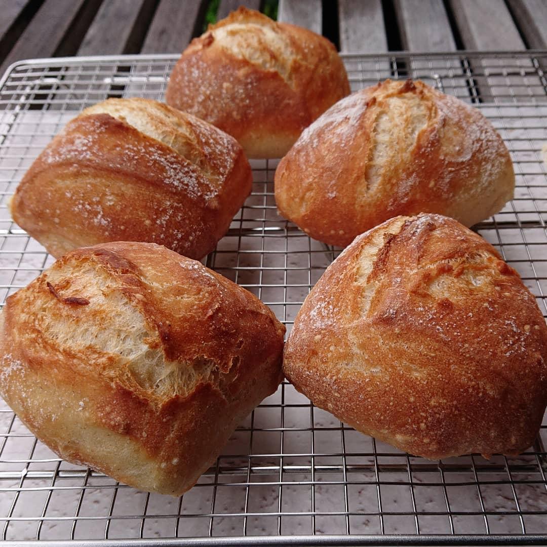 本日のパンは天然酵母のリュスティックです。#リュスティック #天然酵母パン #テイクアウト #カフェオランジュ #風の散歩道 #山本有三記念館隣 #三鷹カフェ #吉祥寺カフェ