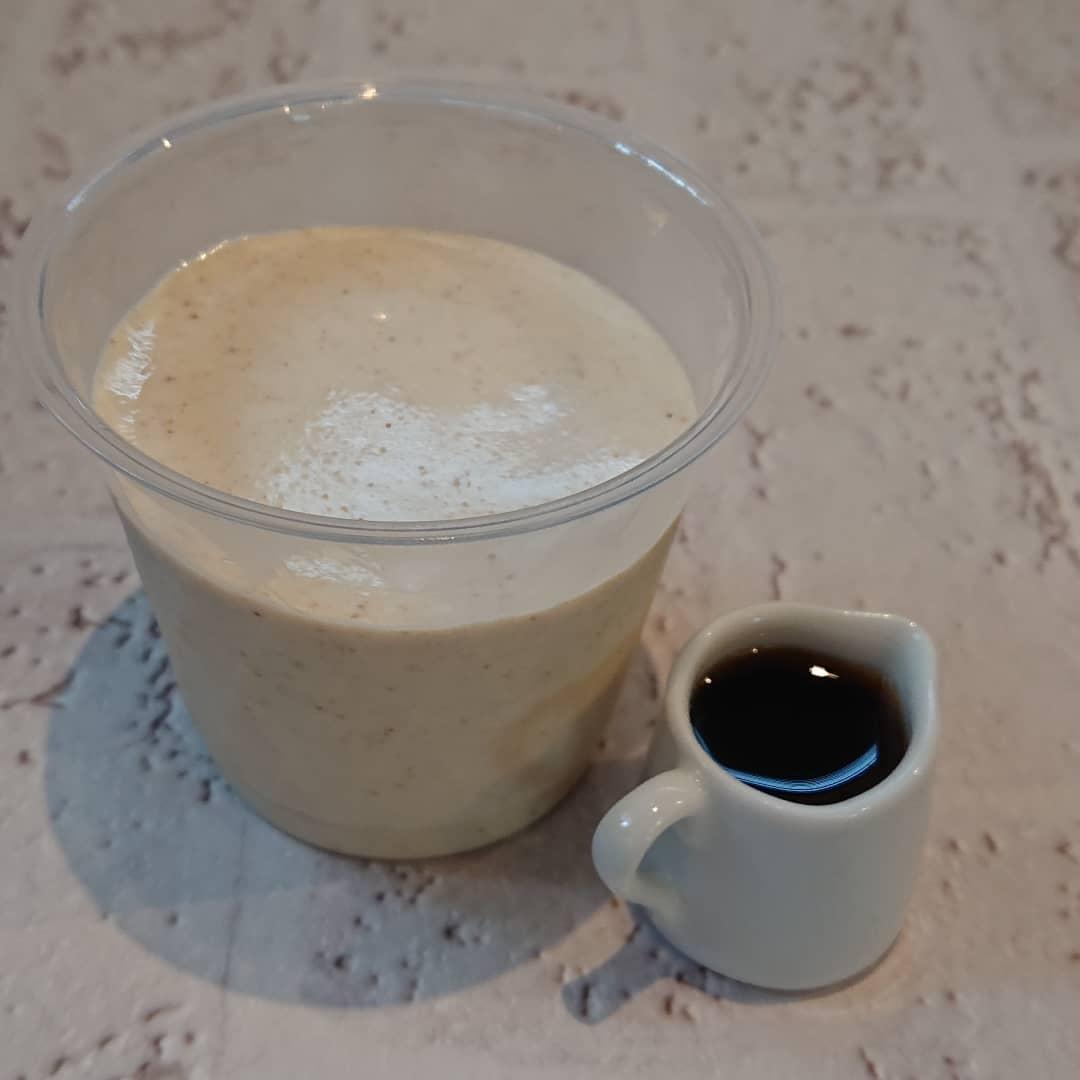 白ごまのパンナコッタと黒ごまのシフォンがございます。白ごまのパンナコッタには黒蜜入りのジンジャーシロップが付きます。#白ごまのパンナコッタ #黒蜜 #ジンジャーシロップ #パンナコッタ #黒ごまのシフォンケーキ #シフォンケーキ #テイクアウト #シフォンケーキ #スコーン #プリン #クッキー #カフェオランジュ #風の散歩道 #山本有三記念館隣 #三鷹カフェ #吉祥寺カフェ
