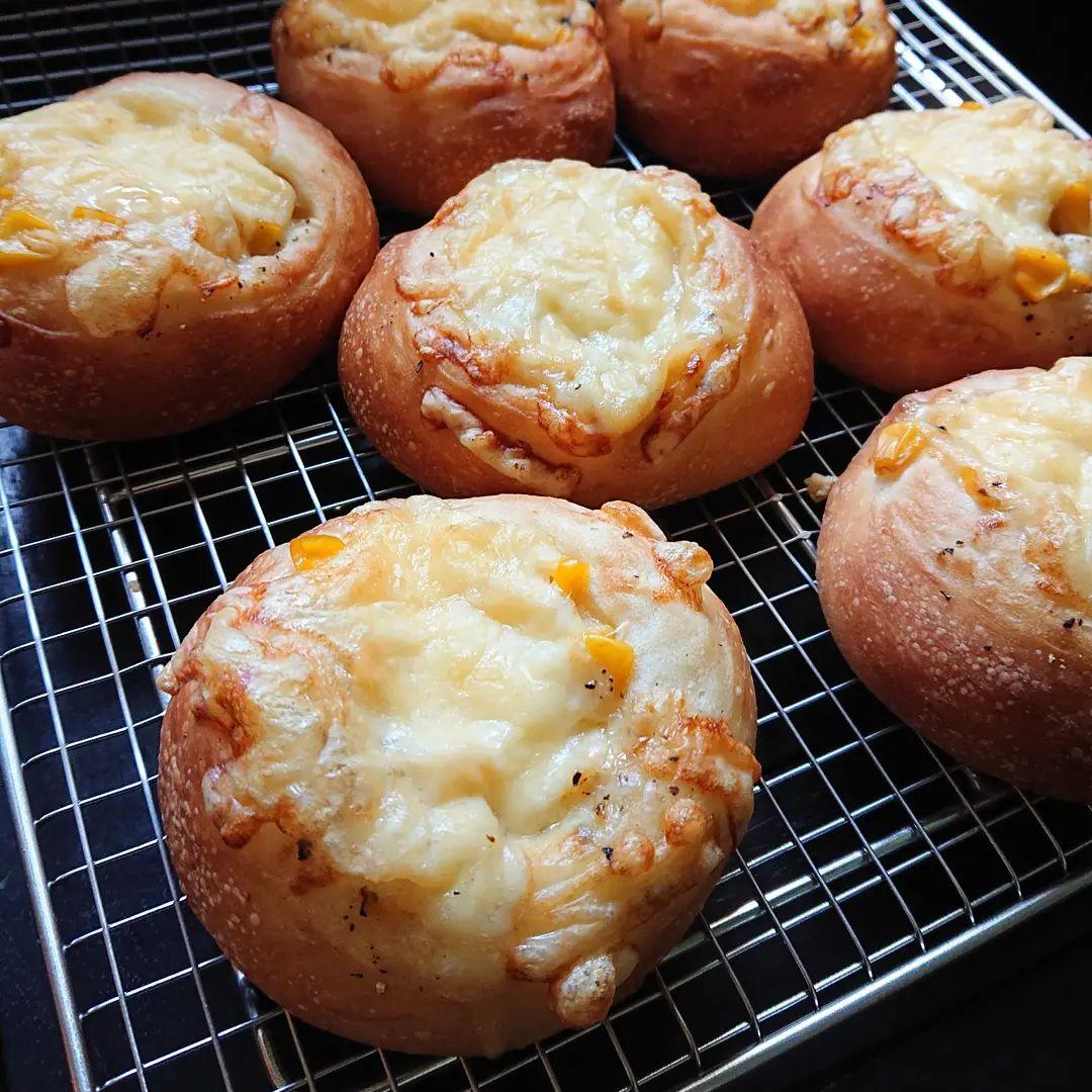 本日のパンはコーンパンです。#コーンパン #自家製パン #カフェオランジュ #風の散歩道 #山本有三記念館隣 #三鷹カフェ #吉祥寺カフェ